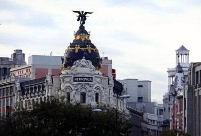 Edificio Metropolis. Madrid con niños, dragones y unicornios
